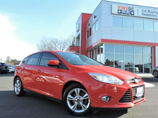 Pre-Owned 2012 Ford Focus SE 1-OWNER